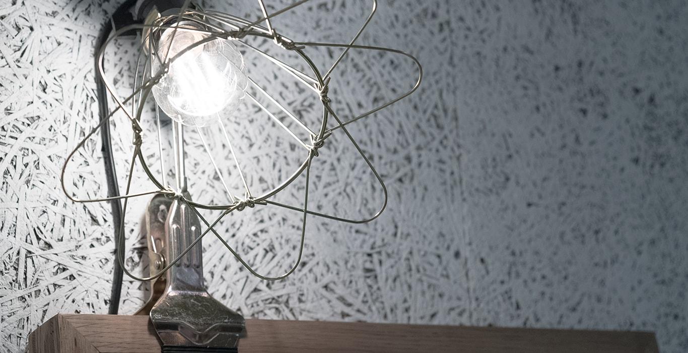 パークサイト玉川 / リビングの壁と照明
