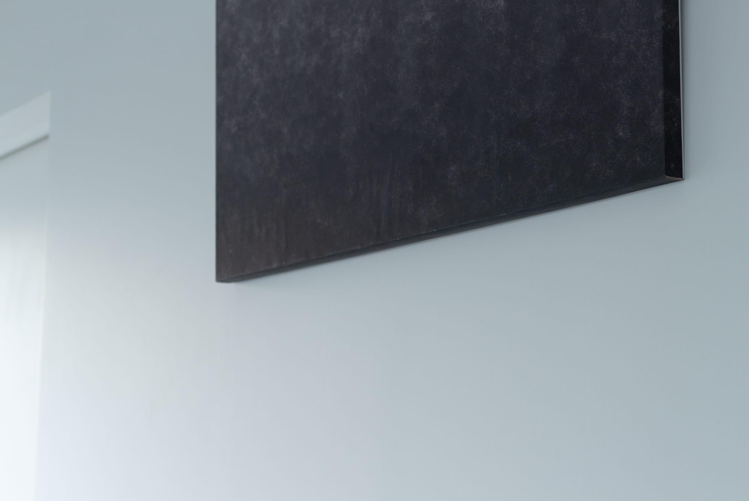 代々木コンド / 黒が似合う白い壁